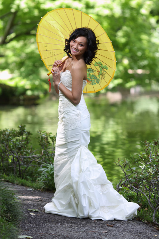 vietnamese bride with asian umbrella